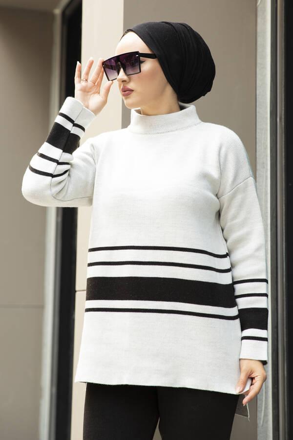 Şerit Detaylı Tesettür Triko Takım Kırık Beyaz